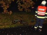 Zraněného motocyklistu s batohem konopí nalezla posádka projíždějícího auta