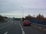 Nehoda v přímém přenosu: Nový radar na Evropské přitahuje pozornost řidičů, ale i aut samotných
