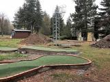 Adventure golfu vévodí těžní věž