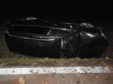 Aktuálně: Osobní vůz mimo komunikaci povolal záchranáře