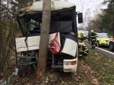 Aktuálně: Na Příbramsku narazil autobus do stromu, na místě je větší počet zraněných