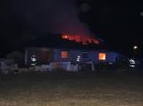 Aktuálně: Plameny zachvátily rodinný dům na Příbramsku
