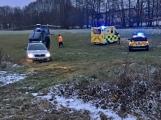 Pro těžce zraněného muže letěl vrtulník