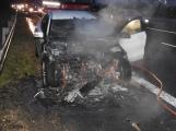 Aktuálně: Hasiči likvidují požár vozidla, dálnice D4 ve směru na Prahu byla uzavřena