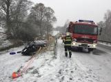 Při dopravní nehodě u Rožmitálu skončilo vozidlo ve svahu