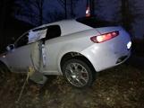 Řidič svou jízdu ukončil přeražením sloupu
