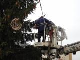 Máme první fotky ze zdobení vánočního stromu v Příbrami