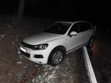 Volkswagen skončil v příkopu