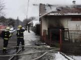 Aktuálně: Požár rodinného domu se v těchto chvílích snaží zkrotit hasiči na Příbramsku