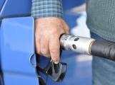 Ceny benzinu a nafty ve středních Čechách opět zlevnily