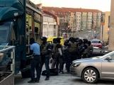 Obrazem: Proti ozbrojenému útočníkovi zasahoval Útvar rychlého nasazení
