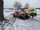 Aktuálně: Namrzlá vozovka pokrytá sněhem komplikuje dopravu na Příbramsku. Stav sledujeme ON-LINE
