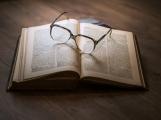 Odloženo z regálu. Knihovna Jana Drdy nabízí novou službu