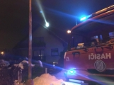 Aktuálně: Dvě jednotky hasičů zasahují u požáru sazí v komíně