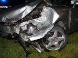 Náklad spadl na projíždějící auto