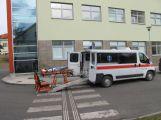 Nemocnice má novou sanitku s nejmodernějším kompletem nosítek