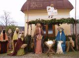 Do zítra jsou v Čenkově figury ze sena, symbolizují roční doby