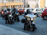Motorkářům při spanilé jízdě mávaly stovky diváků