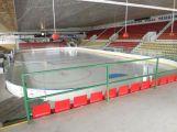 Zimní stadion má novou plochu a mantinely, Novák oblázkovou pláž