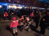 Lampionového průvodu se opět zúčastnily stovky lidí