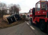 Strakonickou po nehodě blokuje převrácený kamion