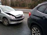 Na dálnici se srazily dva vozy, tvoří se kolona