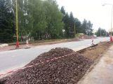 Ve Školní ulici pokračuje výstavba nových parkovacích míst