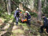 Šedesát hasičů a policistů hledalo čtyři lidi v Brdech. Naštěstí jen cvičně