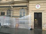 Fasáda na budově MP se opravuje, příští rok dojde i na budovu radnice