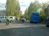 Nehoda motocyklu s autem uzavřela Obecnickou ulici. Na místě zasahoval vrtulník