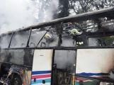 Očima hasičů: Hořící autobus se podařilo dostat pod kontrolu za půl hodiny