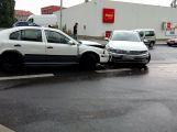 V Seifertově ulici se srazily dva vozy, projíždějte opatrně