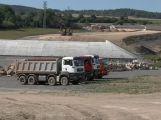 Prodlužovaný úsek dálnice D4 bude v provozu až v srpnu