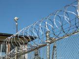 Policisté obvinili tři lidi z pašování drog do věznice Bytíz