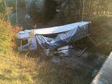 Kamion u Kytína sjel z dálnice, blokuje podjezd pod D4