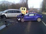 Vážná nehoda se zraněním uzavřela u Rožmitálu jeden jízdní pruh