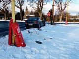 Peugeot neustál setkání s pouliční lampou