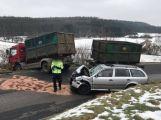 Silnici na Něčín uzavřela vážná dopravní nehoda