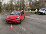 U Chmelnice se srazily dva osobní vozy, viník nehody z místa utekl