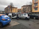 V ulici Legionářů zasahují složky IZS, došlo k dopravní nehodě se zraněním