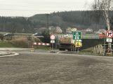 Sledujeme on-line: Začala půlroční uzavírka na Skalce. Demolice mostu v plném proudu!