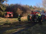 Poblíž Březnice zasahují hasiči u požáru lesa