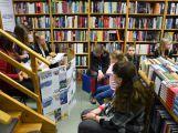 Studenti svatohorského gymnázia lákají děti ke čtení