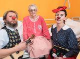 Zdravotní klauni včera rozveselili pacienty na následné péči