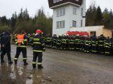 Taktické cvičení v CHKO Brdy s reálnou simulací výbuchu munice prověřilo 200 hasičů