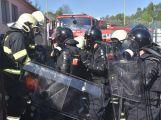 Netradiční cvičení příbramských hasičů při požáru ve věznici