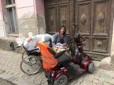 Bezdomovec odmítá opustit chodník před bývalou ubytovnou,  město hledá řešení