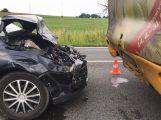 Na Strakonické narazilo osobní auto do autobusu