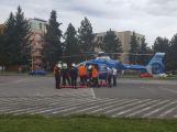 Hasiči řídili dopravu kvůli urychlenému převozu pacientky do vojenské nemocnice