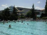 Zítra v podvečer si můžete na venkovním bazénu zacvičit v písku